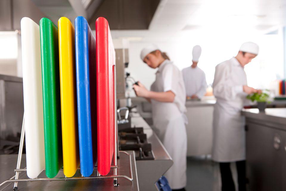Tips Di Dapur: Ketahui Rahsia Di Sebalik Warna 'Cutting Board' Anda!